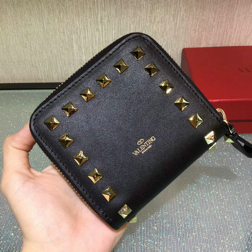2017 Fall/Winter Valentino Rockstud Compact Wallet in black calfskin leather