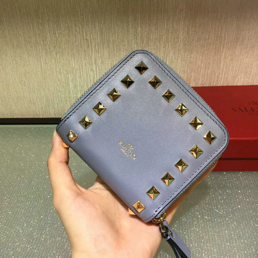 2017 Fall/Winter Valentino Rockstud Compact Wallet in calfskin leather