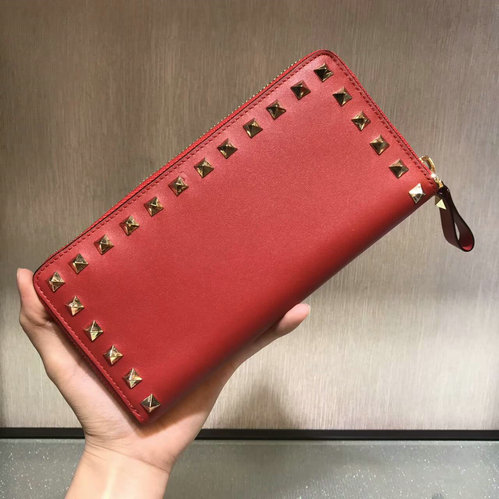 2017 F/W Valentino Rockstud Zip Continental Wallet in red lambskin leather