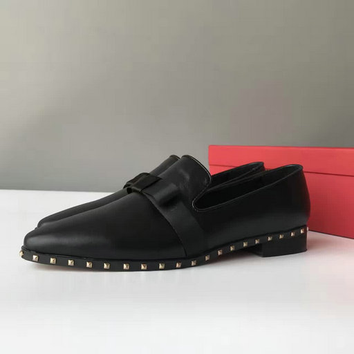 2017 S/S Valentino Garavani Soul Rockstud Slipper in Black Calf Leather