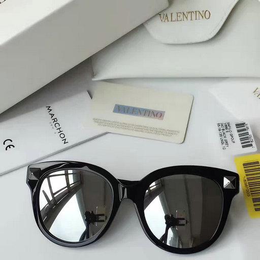 dddc6ab0409 2017 New Valentino Round Sunglasses V669S with Studs  A013504 ...