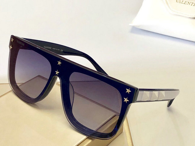 2019 Valentino Sunglasses with stars 01