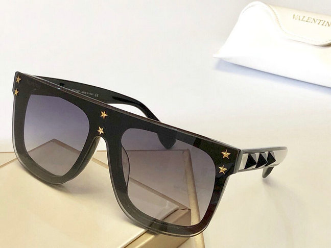 2019 Valentino Sunglasses with stars 03