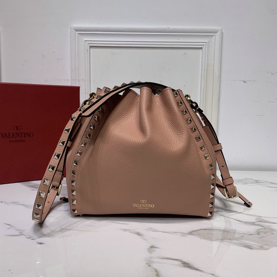 2020 Valentino Small Rockstud Bucket Bag in Nude Grainy Calfskin Leather